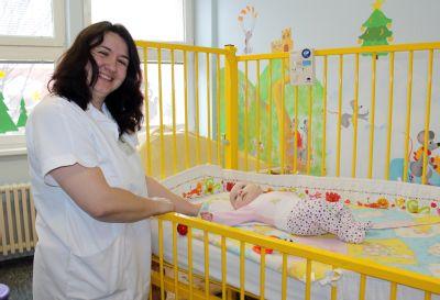 Maminky z Novojičínska si mohou v nemocnici půjčit monitory dechu pro novorozence