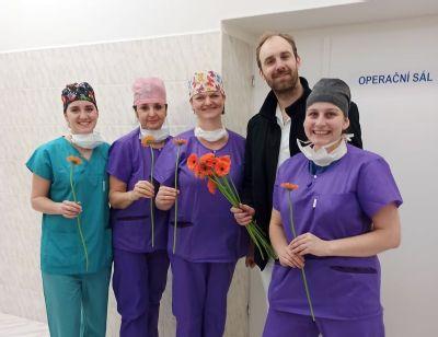 Gerbery zpestřily den ženám v Nemocnici Nový Jičín