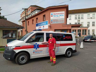 Dvě nové moderní sanitky se vyjímají ve vozové flotile Nemocnice Nový Jičín