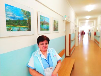 Kolegům i pacientům Léčebného a rehabilitačního pracoviště ve Vítkově dělá radost svými obrazy zdejší sestřička