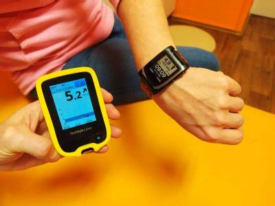 Děti s cukrovkou se už nemusí obávat bolestivého píchání do prstů. Novojičínská nemocnice pracuje s efektivními senzory měřící hladinu cukru